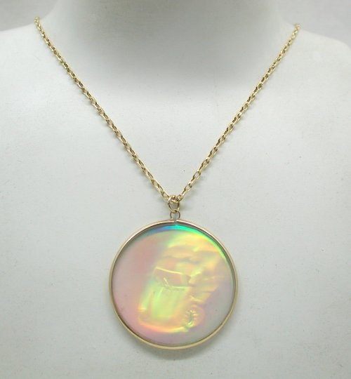 Vintage most unusual large glass car hologram pendant on 9ct gold boxes will vary in quality depending on the items value mozeypictures Image collections