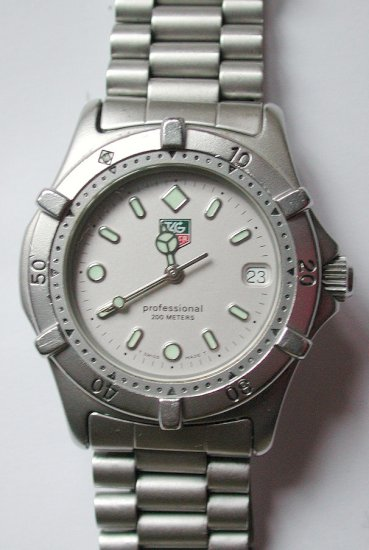 tag heuer wristwatches tag heuer watches in the uk tag heuer. Black Bedroom Furniture Sets. Home Design Ideas